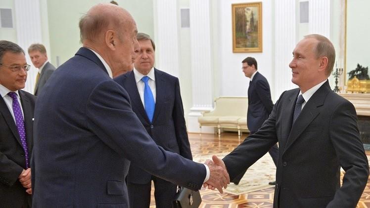 بوتين وجيسكار ديستان يبحثان الوضع في أوكرانيا