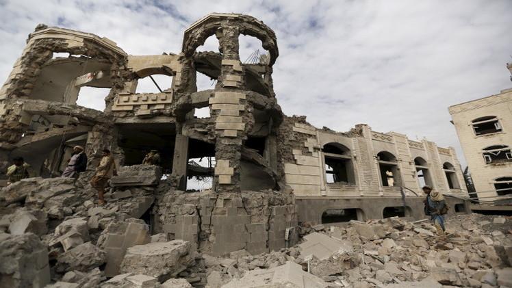 غارات على صنعاء وصعدة والضالع.. والحوثيون يجرون مشاورات في مسقط