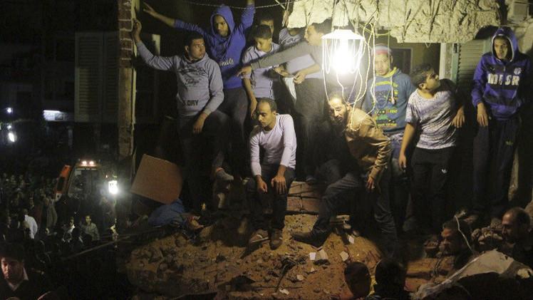 مقتل 6 أشخاص بانهيار 3 مبان في أسيوط المصرية (صور)