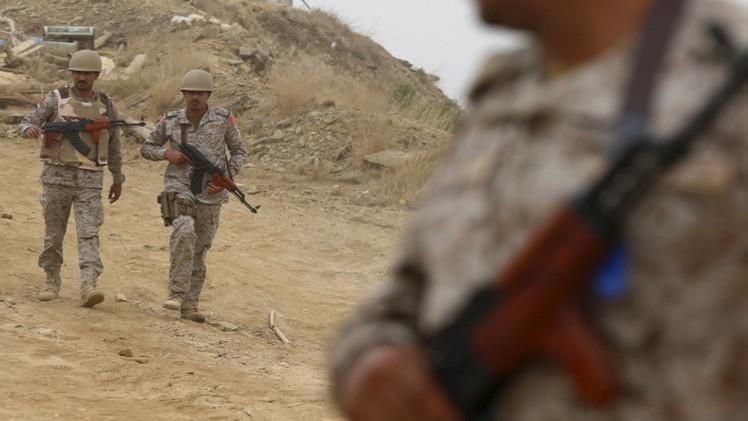 مقتل جندي سعودي في جازان وغارات على تعز وصنعاء
