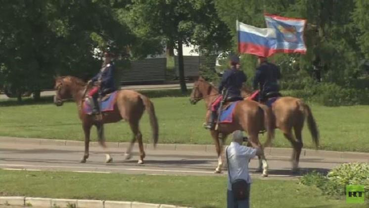 مجموعة من قوزاق الدون تنطلق من موسكو إلى برلين (فيديو)