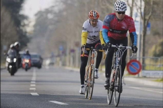 جون كيري يدخل مستشفى بعد وقوعه من دراجته الهوائية