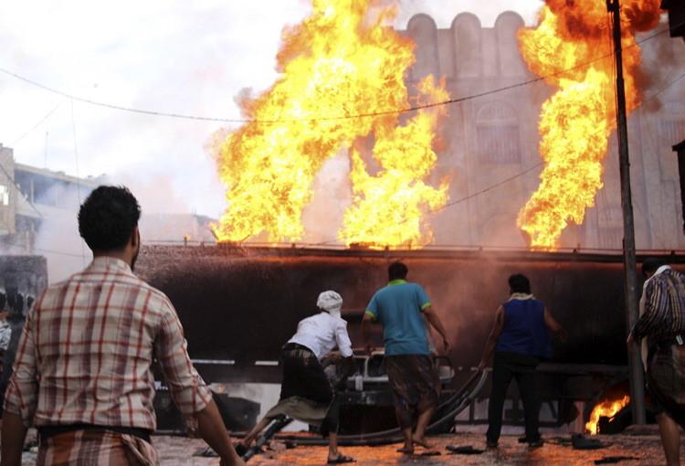 مقتل 80 شخصا في قصف للتحالف على صنعاء والحدود مع السعودية (فيديو)