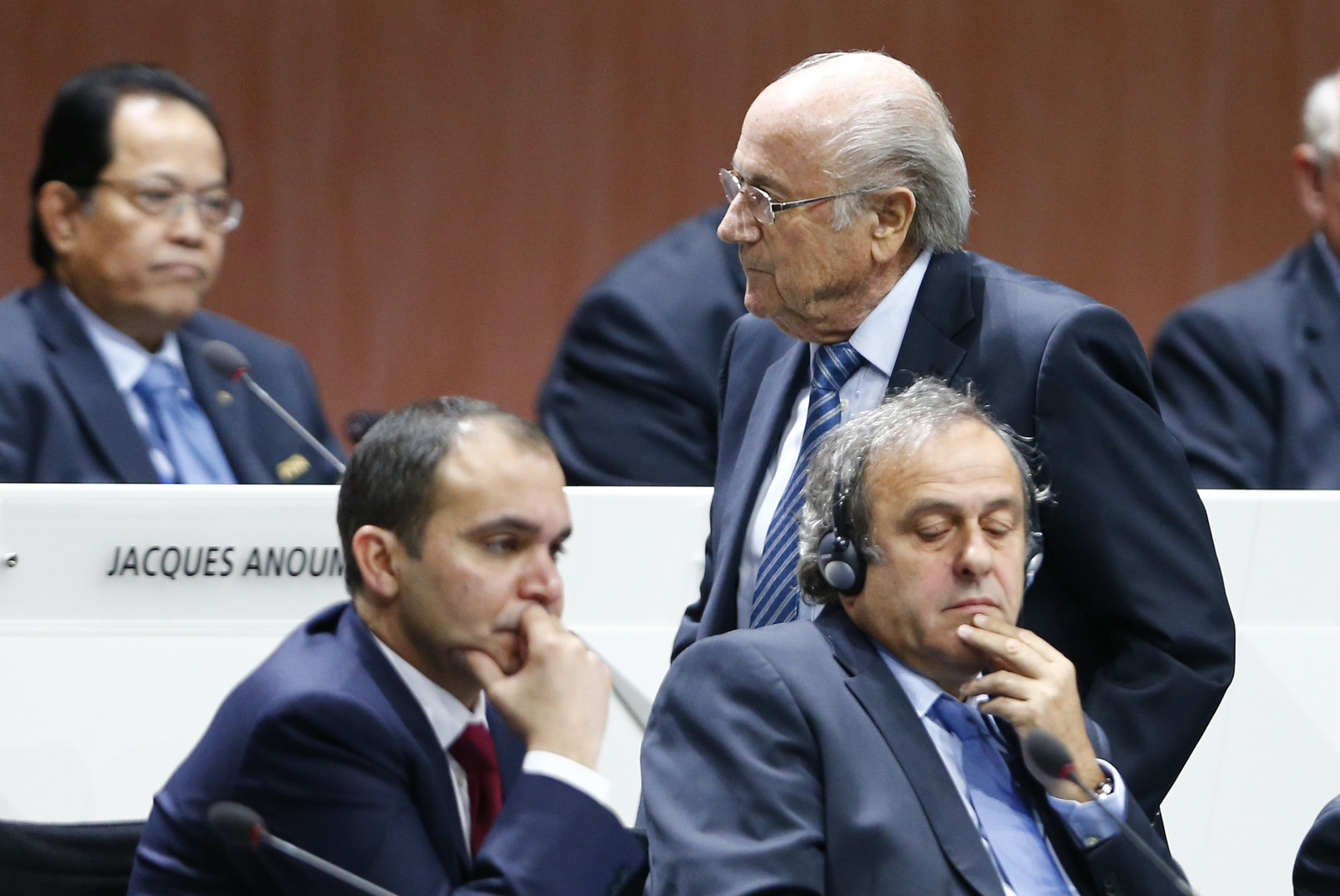 بلاتر رئيسا  للفيفا لولاية خامسة بعد انسحاب الأمير الأردني علي من الجولة الثانية
