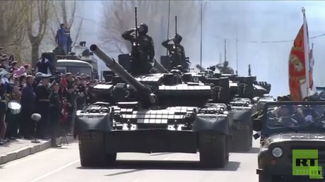 المدن الروسية تحيي الذكرى الـ70 للنصر باستعراضات عسكرية ضخمة