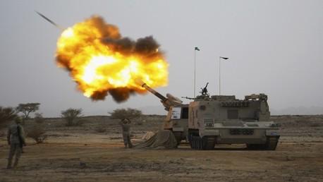 القوات السعودية تقصف المسلحين الحوثيين في اليمن