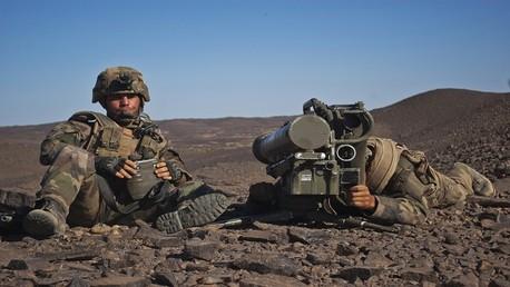جنديان من القوات الفرنسية الموجودة في مالي