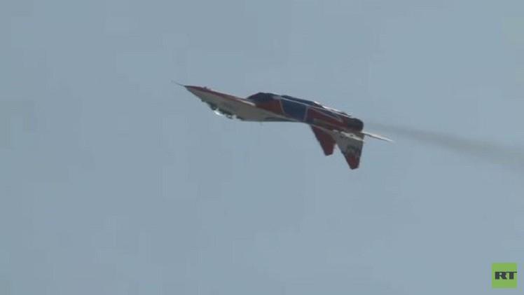 استعراض للطائرات في سوتشي يدهش الجمهور (فيديو)