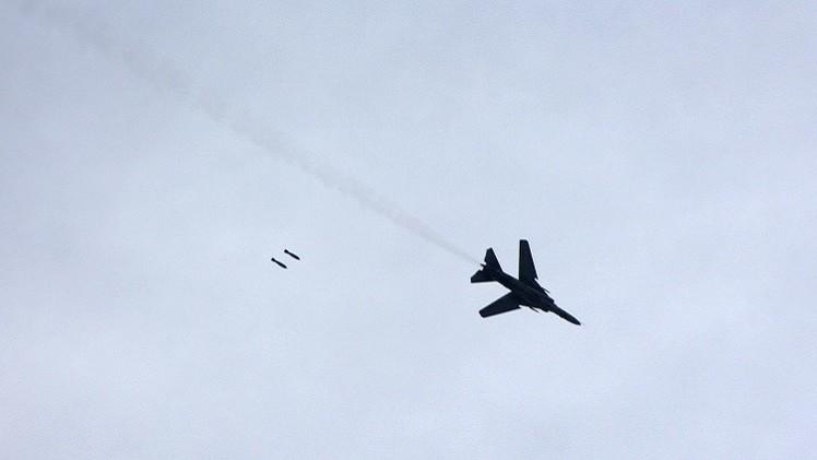الطيران السوري يقصف مواقع المسلحين في إدلب ودير الزور