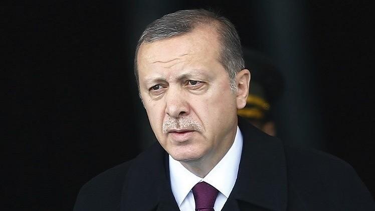 أردوغان يرفع دعوى ضد صحيفة اتهمته بتسليم أسلحة لمسلحين بسوريا