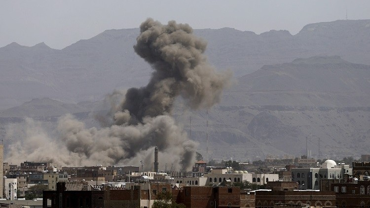 مقاتلات التحالف تجدد غاراتها على اليمن والضحايا بالعشرات (فيديو)