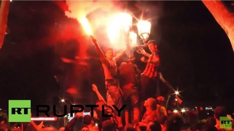 جماهير برشلونة تعيش ليلة تاريخية .. (فيديو)