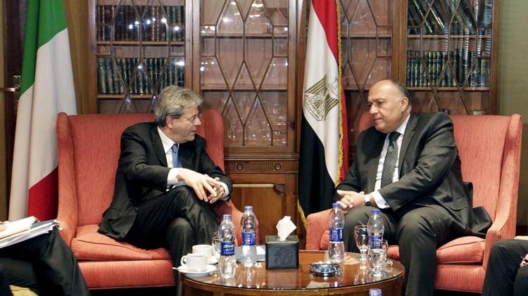 مصر والجزائر وإيطاليا تؤيد حلا سياسيا للأزمة في ليبيا