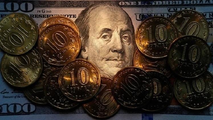 الروبل الروسي يعوض بعض خسائره مقابل الدولار واليورو