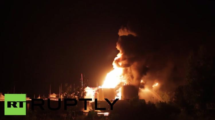 4 قتلى و12 مصابا في حريق بمستودع للوقود في أوكرانيا (فيديو + صور)