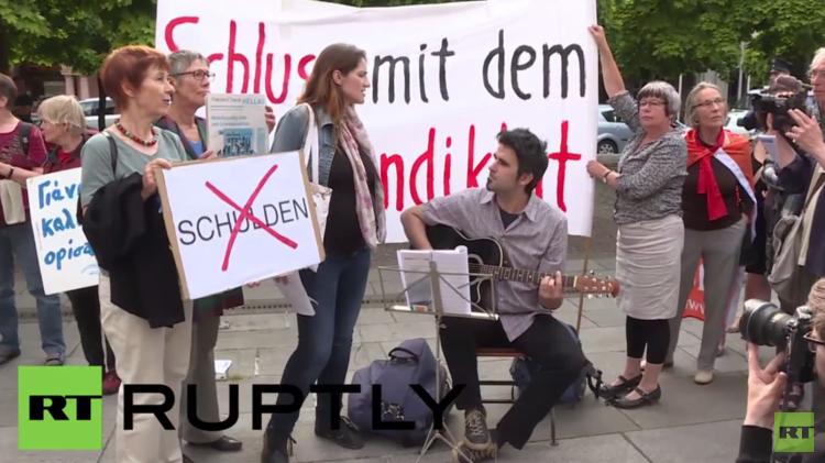 نشطاء يتجمعون لدعم اليونان خلال مفاوضاته مع مقرضيه الدوليين