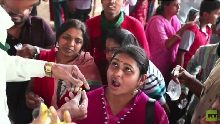 الهند.. بين السحر والطب في علاج الجهاز التنفسي (فيديو)