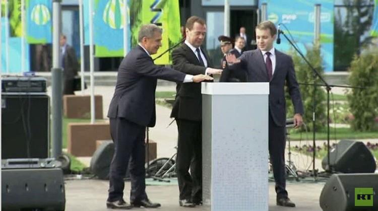 رئيس الوزراء الروسي  يفتتح الأولمبياد العالمي في الروبوتات (فيديو)