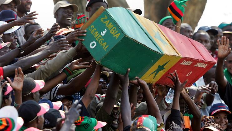 مشجع يدفع 42 ألف دولار لمنتخب زيمبابوي