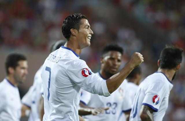 (فيديو) رونالدو يسجل هاتريك ويقود البرتغال للفوز على أرمينيا