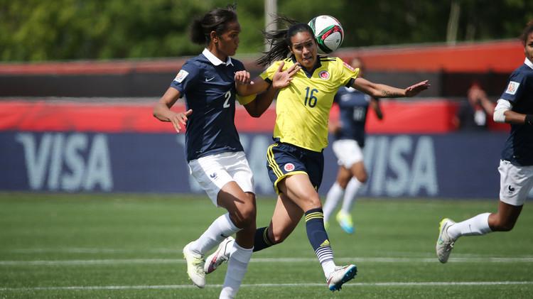 (فيديو) لمسة يد لطيفة في مباراة فرنسا وكولومبيا في مونديال السيدات