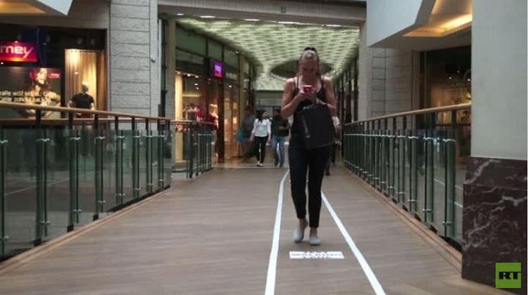 بلجيكا.. ممرات مخصصة لمدمني الهواتف المحمولة (فيديو)