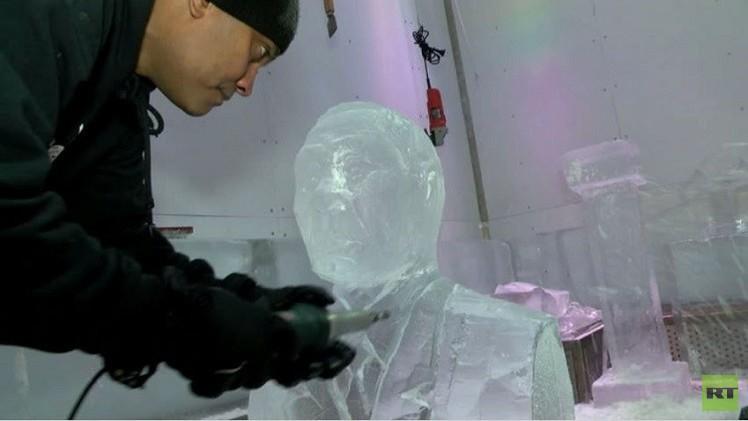 فنان في دبي ينحت تمثالا نصفيا للرئيس الروسي من الجليد (فيديو)