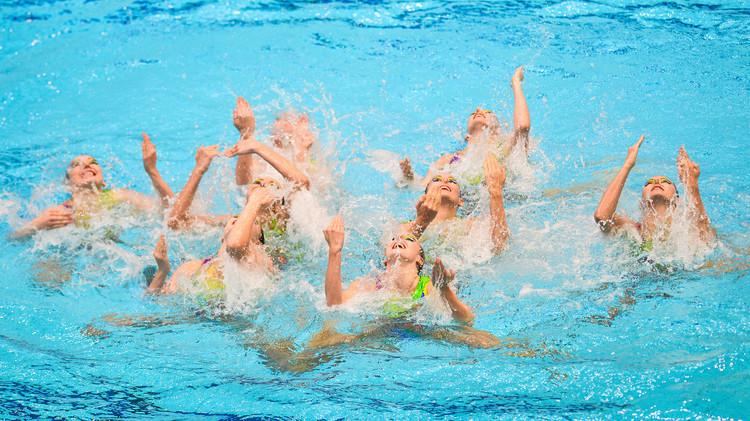 روسيا تتوج بذهبية السباحة التزامنية للفرق للسيدات