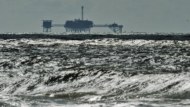 النفط يرتفع بعد تحذيرات من عاصفة مدارية في خليج المكسيك