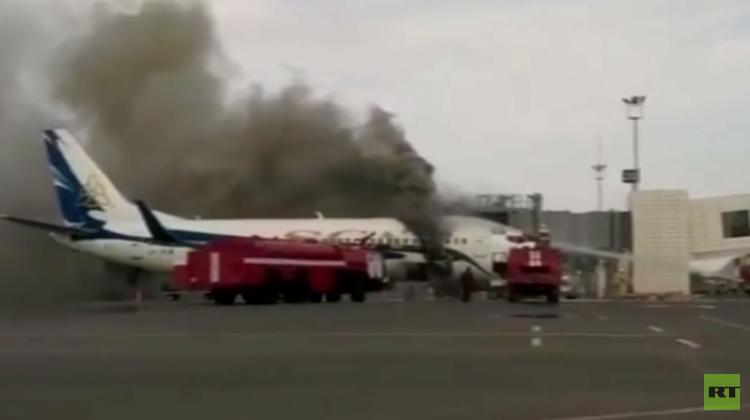 احتراق طائرة في مطار أكتاو بكازاخستان (فيديو)