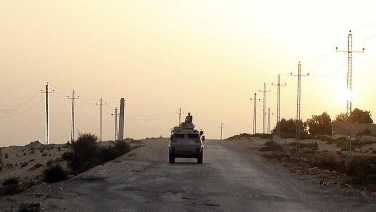 مقتل 7 مسلحين وضابط شرطة باشتباكات في سيناء