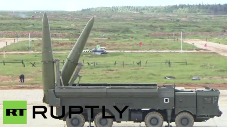 بالفيديو.. عرض لمركبات الجيش الروسي خلال فعاليات منتدى