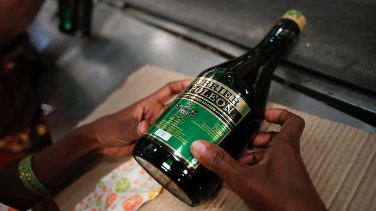 الهند.. مصرع 33 شخصا بعد تسممهم بكحول مغشوشة