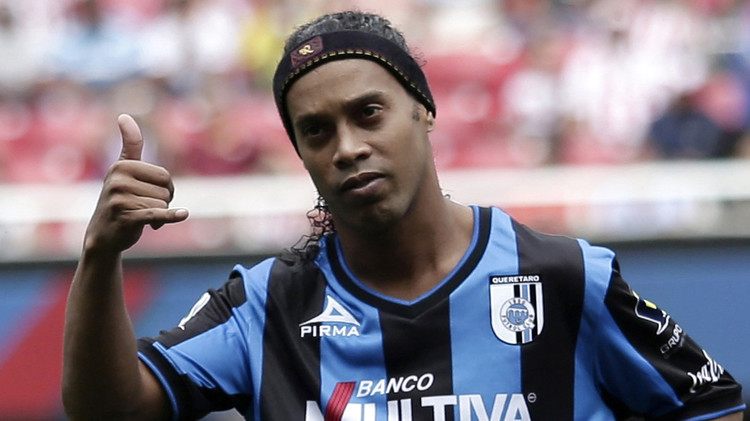 نادي كويريتارو المكسيكي يفسخ عقده مع الساحر رونالدينيو