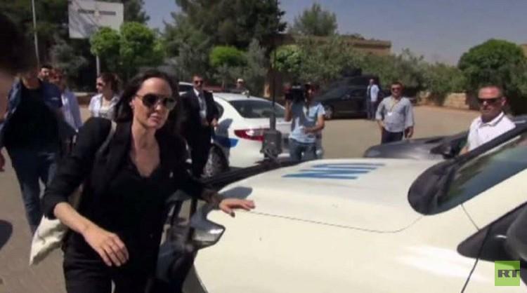 أنجيلينا جولي تزور مخيمات للاجئين في تركيا (فيديو)