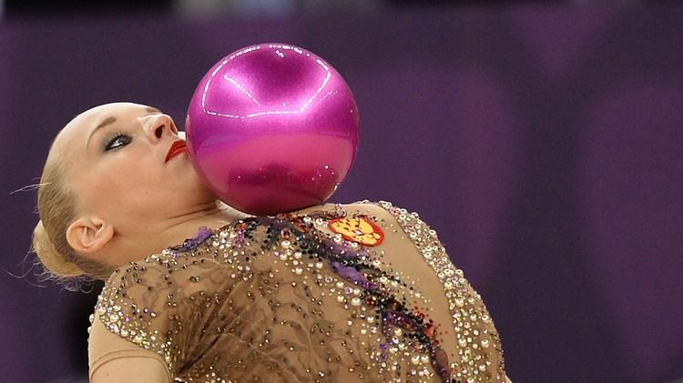 (فيديو) الروسية كودريافتسيفا تحرز 3 ذهبيات في الجمباز الإيقاعي في باكو