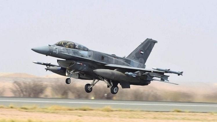 غارات على مطار عدن.. وتواصل الاشتباكات في تعز