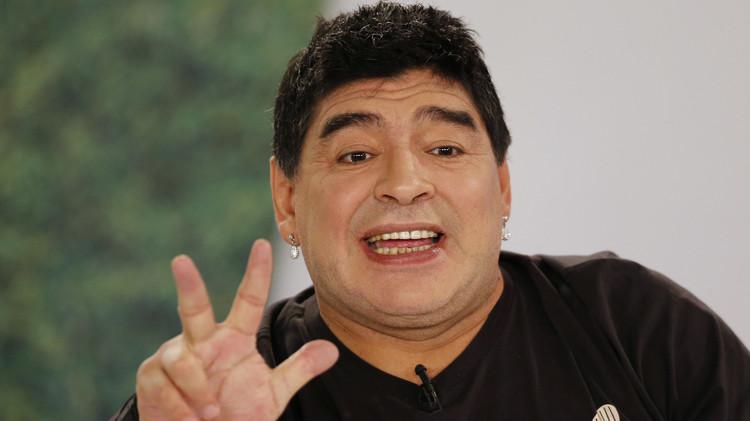 مارادونا يدخل أتون المنافسة على سباق رئاسة الفيفا