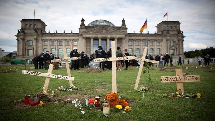 احتجاجات في برلين على معاملة المهاجرين في اليوم العالمي للاجئين (فيديو)