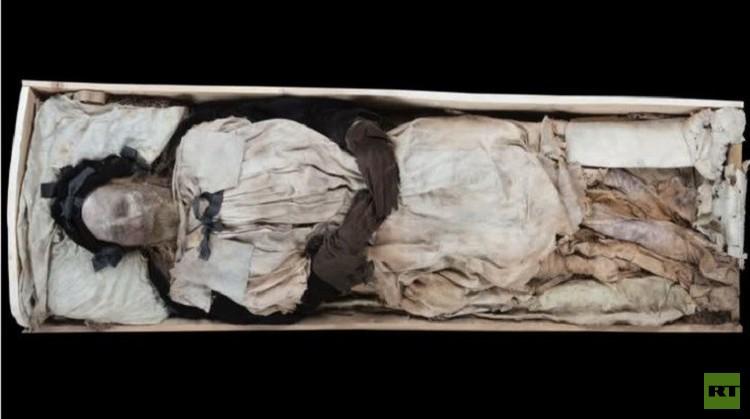 خبراء يعثرون على جنين في تابوت الأسقف بيدير وينستروب (فيديو)