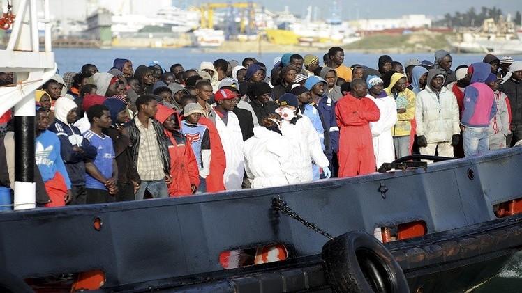 ليبيا.. ناقلة دنماركية تنقذ أكثر من 200 مهاجرا