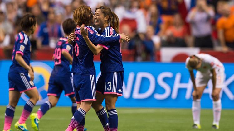 لاعبات اليابان بعد التسجيل في شباك هولندا