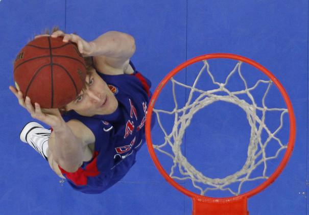 نجم كرة السلة الروسي كيريلنكو يعتزل اللعب