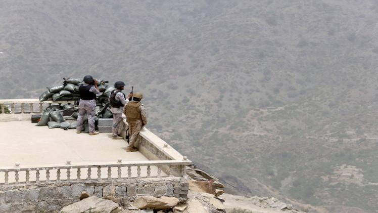 مقتل 4 عسكريين من التحالف العربي قرب الحدود اليمنية وغارات جديدة على حرض
