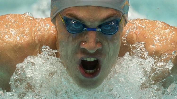 السباح الروسي باخوموف يفوز بذهبية 200 م في الألعاب الأوروبية