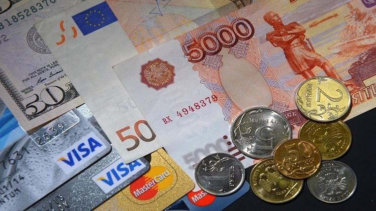 الروبل يتراجع أمام الدولار واليورو في تعاملات الجمعة