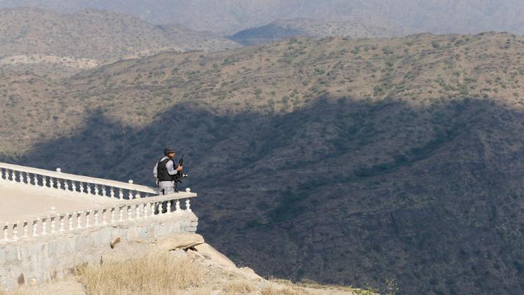 مقتل جندي سعودي على حدود اليمن.. وقلق من كارثة في ميناء عدن
