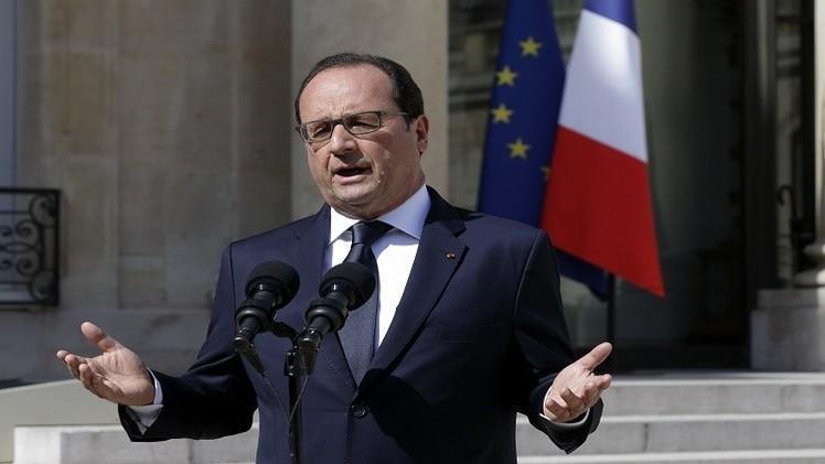 هولاند: الاستفتاء في اليونان بمثابة رهان على البقاء أو الخروج من منطقة اليورو