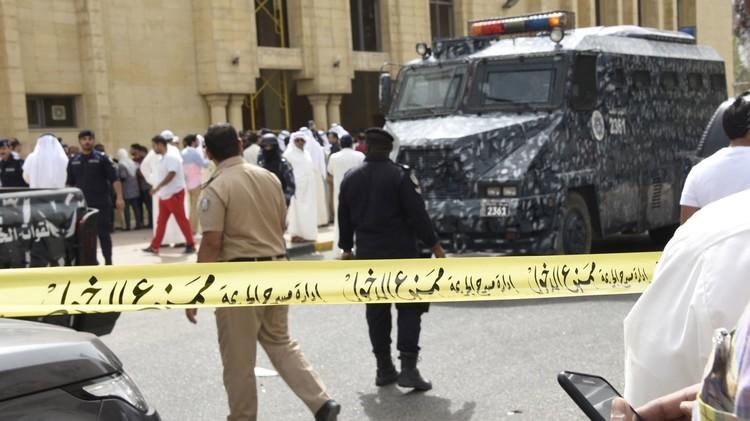 الكويت.. إحالة 5 مشتبه بصلتهم في الهجوم الأخير على مسجد إلى النيابة العامة
