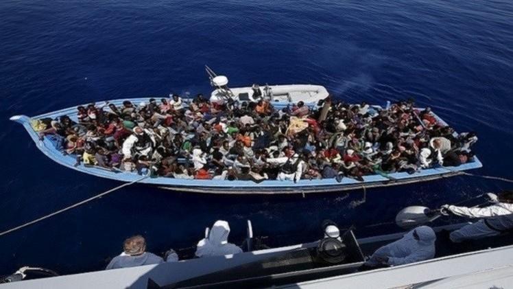 إيطاليا تشرع بانتشال جثث نحو 800 مهاجر من قاع المتوسط